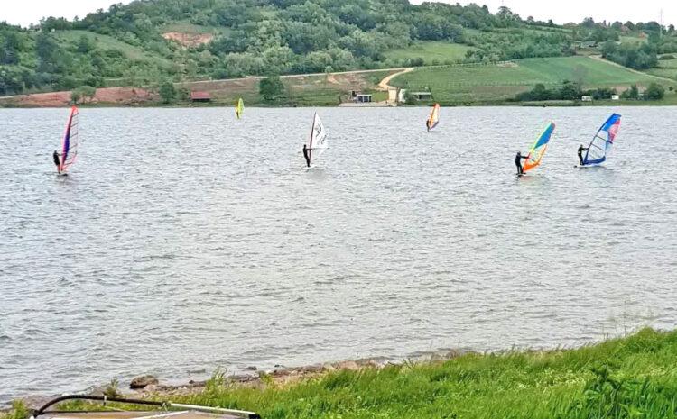 Gruzansko jezero – windsurfing